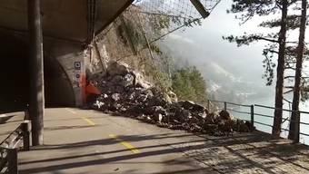 Der Verkehr wird über Luzern umgeleitet. Gegen 16 Uhr soll über die Aufhebung oder Verlängerung Strassensperre informiert werden.