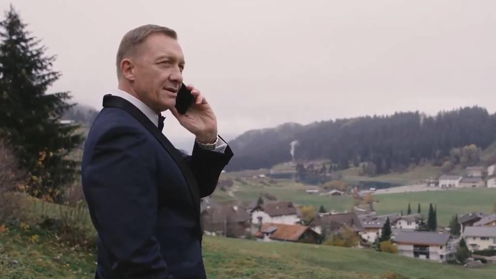 Statt Premierenfeier – Bond badet lieber in Brigels