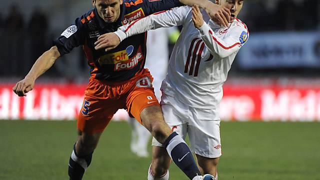 Montpelliers Spahic (links) im Zweikampf mit Hazard