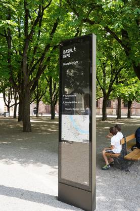 ...Münsterplatz stehen die neuen Stelen
