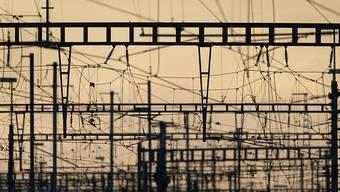 Blieben wegen einer IT-Panne teilweise ohne Strom: Fahrleitungen der SBB. (Archivbild)