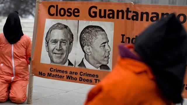 Menschen protestieren in dne USA vor dem Obersten Gericht gegen Guamtanamo (Archiv)