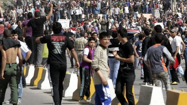 Junge Iraker fordern Arbeitsplätze und eine bessere Grundversorgung