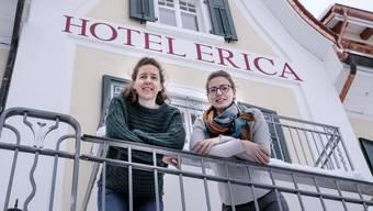 Kathrin (links) und Julia Fritsche, die stolzen neuen Inhaberinnen des Hotel Erica.