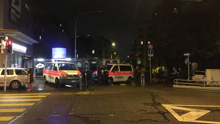 Die Neufrankengasse wurde abgesperrt, die Polizei war mit einem Grossaufgebot vor Ort.