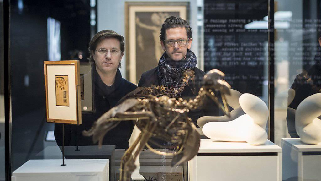 Die beiden Kuratoren Stefan Zweifel, links, und Juri Steiner, rechts, kreieren die Ausstellung zum Unruhejahr 1968 im Zürcher Landesmuseum. Die Besucher sollen sich «naiv hinein leben» können in die damalige Zeit.
