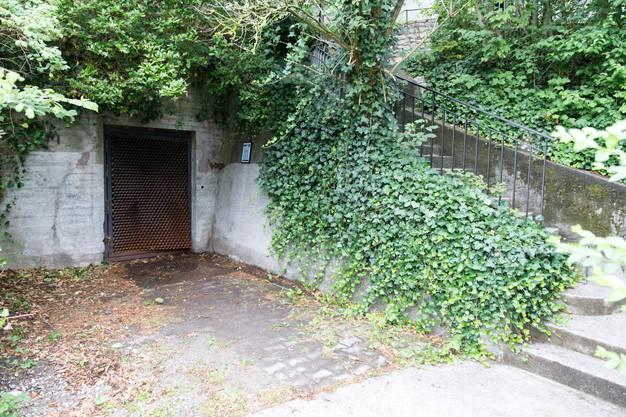 Das war einmal der Noteingang bei Hochwasser: Der Eingang oberhalb der Kronengasse ist heute vom Bunker abgeschnitten und dafür Teil des Kulturwegs an der Limmat.