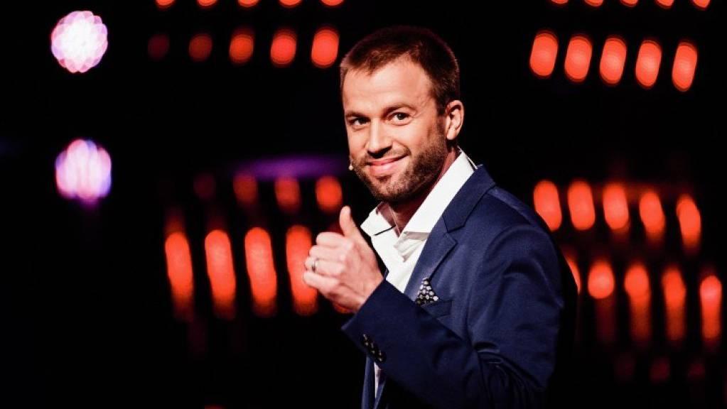 Sagt Ja zu Schweizer Talenten und Freund Michi: «Die grössten Schweizer Talente»-Juror und Komiker Jonny Fischer (Bild SRF)