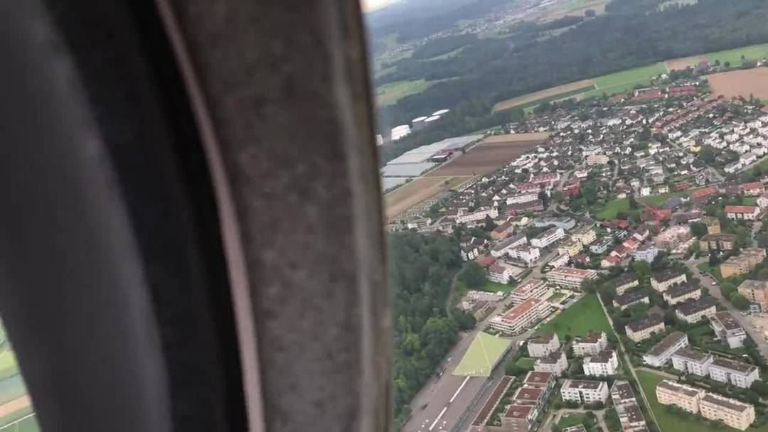 An Bord der Express S90 beim Flugplatz Birrfeld.