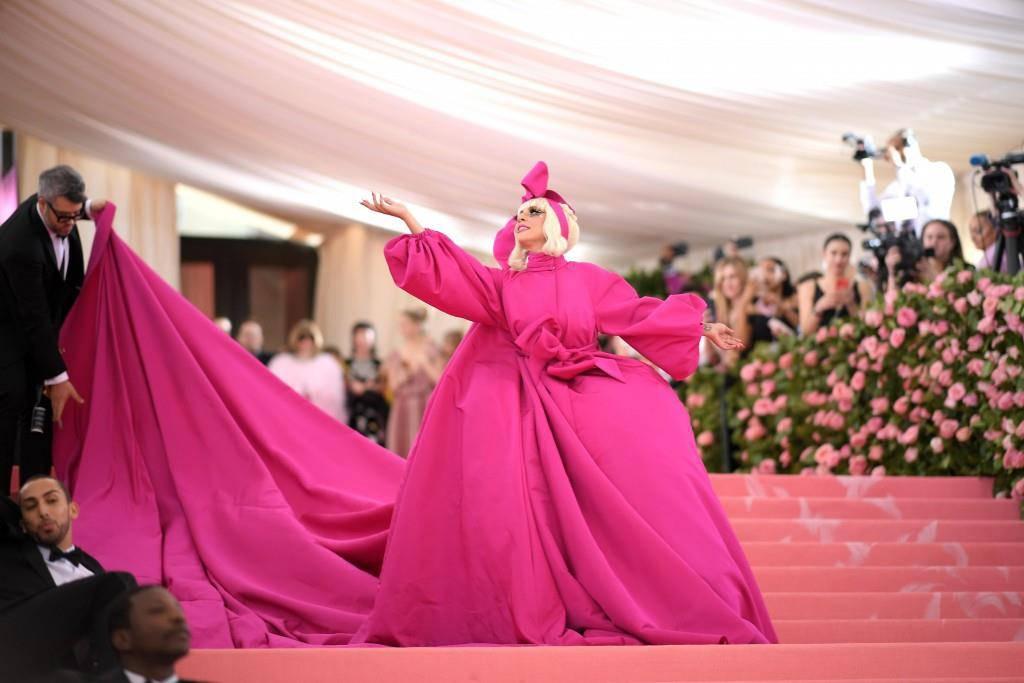 Lady Gaga zog sich mehrmals um beziehungsweise aus.