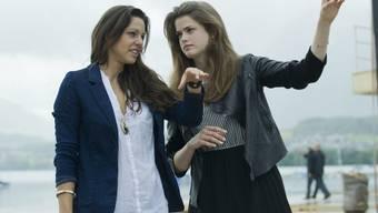 """Kiki Maeder (l) neben Julia Saner, mit der zusammen sie im Musical """"Titanic"""" auftrat. Als frischgebackene Mutter nimmt sich Maeder eine Auszeit vom Theater, nicht aber von der SRF-Sendung """"Happy Day"""" (Archiv),"""