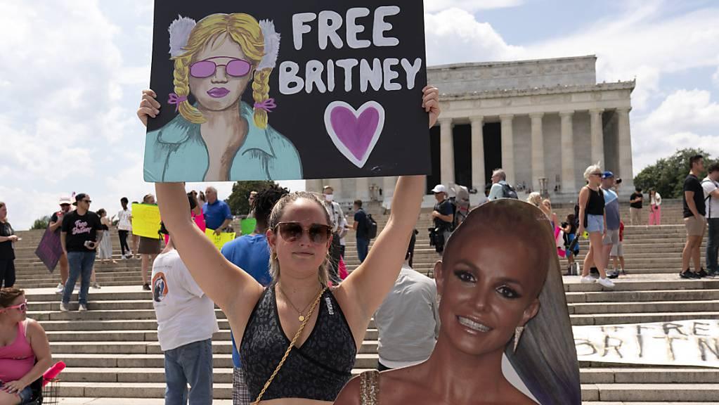 Unterstützerin von Popstar Britney Spears bei einer Kundgebung vor dem Lincoln-Monument in der US-Hauptstadt Washington.