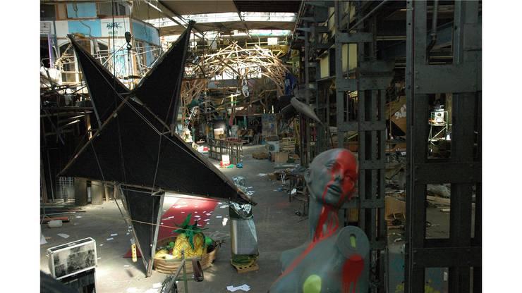 Blick in die besetzte Fabrikhalle kurz nach dem Auszug der Besetzer.