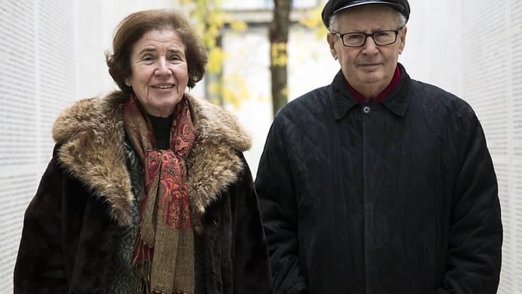 Unerbittlich auf der Jagd nach Nazi-Schergen: Beate Klarsfeld und ihr Mann Serge in der Pariser Shoa-Gedenkstätte 2017. (Archiv)