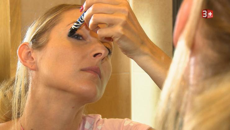 Isabel Steiner verwandelt sich für den Videodreh auf Mallorca in Cowgirl Isabel