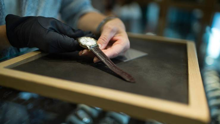 Der Mitarbeiter eines Luzerner Uhrengeschäfts wird verdächtigt, zahlreiche Luxusuhren gestohlen zu haben.