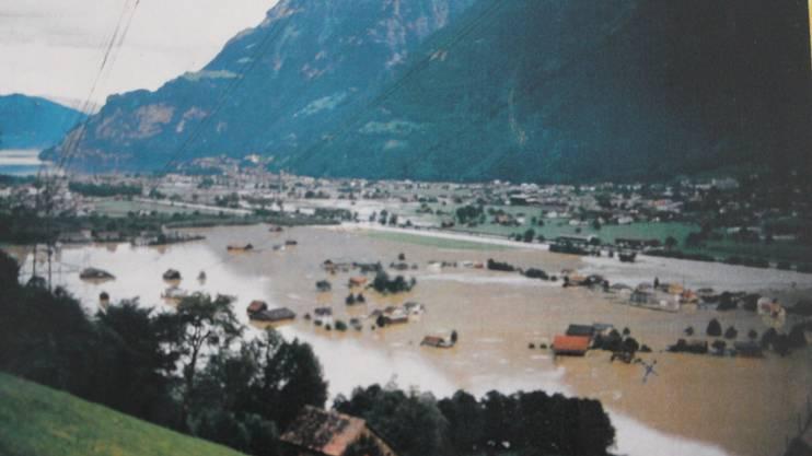 Riesige Überschwemmungen im Urnerland – Grenchner Bauern halfen.