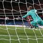 Das entscheidende Tor: Kingsley Coman (Bayern verdeckt) bezwingt PSG-Goalie Keylor Navas mit dem Kopf. Die Champions League 2020 machte Spass.