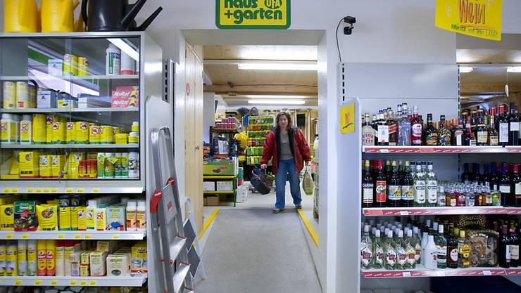 """Online-Shopping befindet sich in der Schweiz zwar auf dem Vormarsch, das """"Lädeli"""" hat aber noch nicht ausgedient. Die Mehrheit der Schweizer kauft immer noch hauptsächlich im Laden ein. (Archiv)"""