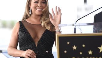 """Mariah Carey strahlte bei der Zeremonie zur Enthüllung ihres neuen Sterns auf Hollywoods """"Walk of Fame""""."""