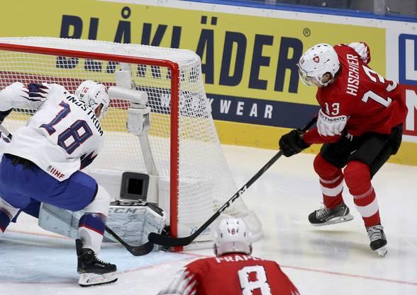 Doch auch die Norweger können gefährlich sein - Tobias Lindstrom (l.) erzielt nur ein paar Minuten später das 1:4.