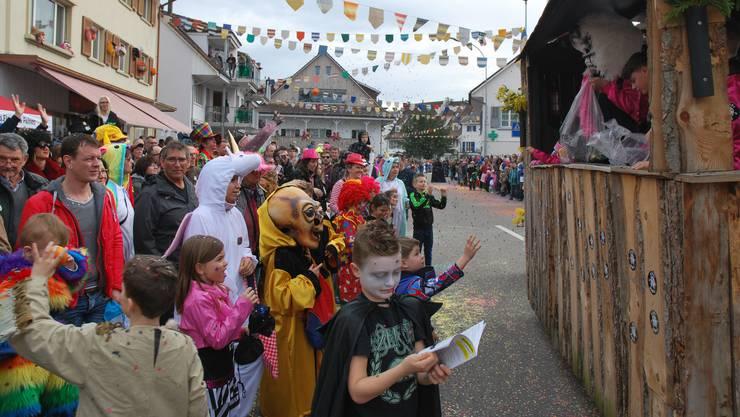 Am Sonntag lockte der Möhliner Fasnachtsumzug viel Publikum an – am Dienstag findet er nun zum zweiten Mal statt.