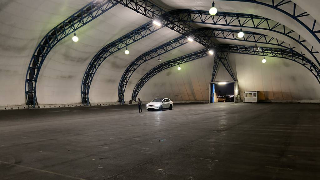 Corona macht erfinderisch: erstes Indoor-Autokino der Schweiz