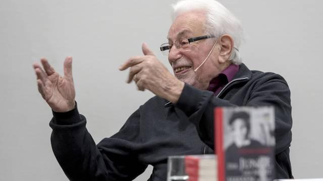 Holocaust-Überlebender besucht Schule