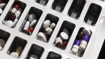 Zu teure Medikamente? US-Abgeordnete untersuchen Preisanstiege bei Arzneimitteln gegen Multiple Sklerose. Dazu haben sie auch Schreiben an Novartis und Roche geschickt. (Symbolbild)