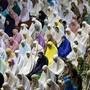 Für Millionen Muslime weltweit hat der Fastenmonat Ramadan begonnen. Gläubige Muslime verzichten im Ramadan von der Morgendämmerung bis zum Sonnenuntergang auf Essen, Trinken, Rauchen und Sex. Abends kommen sie zum gemeinsamen Fastenbrechen zusammen.