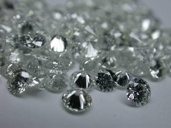 China gilt als einer der grössten Importeure f¨ür polierte Diamanten (hier im Bild). 2009 waren es Diamanten im Wert von US$ 300 Millionen.