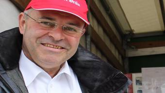 Geschäftsführer Felix Meier von Müller Bräu legt in Brugg Hand an. CM