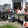 Mitglieder des Referendumskomitees «gegen die Stilllegung S9/Läufelfingerli» mit Präsident Jürg Degen (ganz links) überbringen der Landeskanzlei die 5400 Unterschriften.