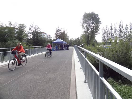 Radfahrer auf der Zeppelinbrücke