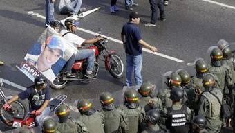 Capriles-Anhänger stossen in Caracas mit Sicherheitskräften zusammen