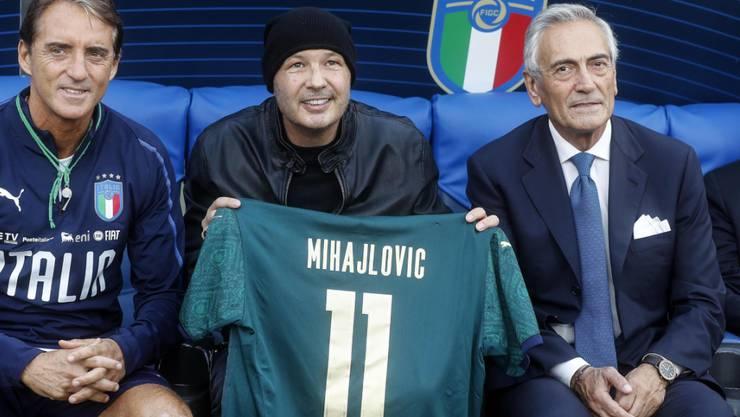 Italiens Verbandschef Gabriele Gravina (ganz rechts) rechnet mit einer Meisterschafts-Verlängerung bis Oktober