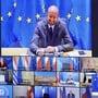 dpatopbilder - Charles Michel (M, oben), Präsident des Europäischen Rates, spricht bei der Videokonferenz der EU-Staats- und Regierungschefs zum Haushaltsstreit. Foto: Olivier Matthys/AP Pool/dpa