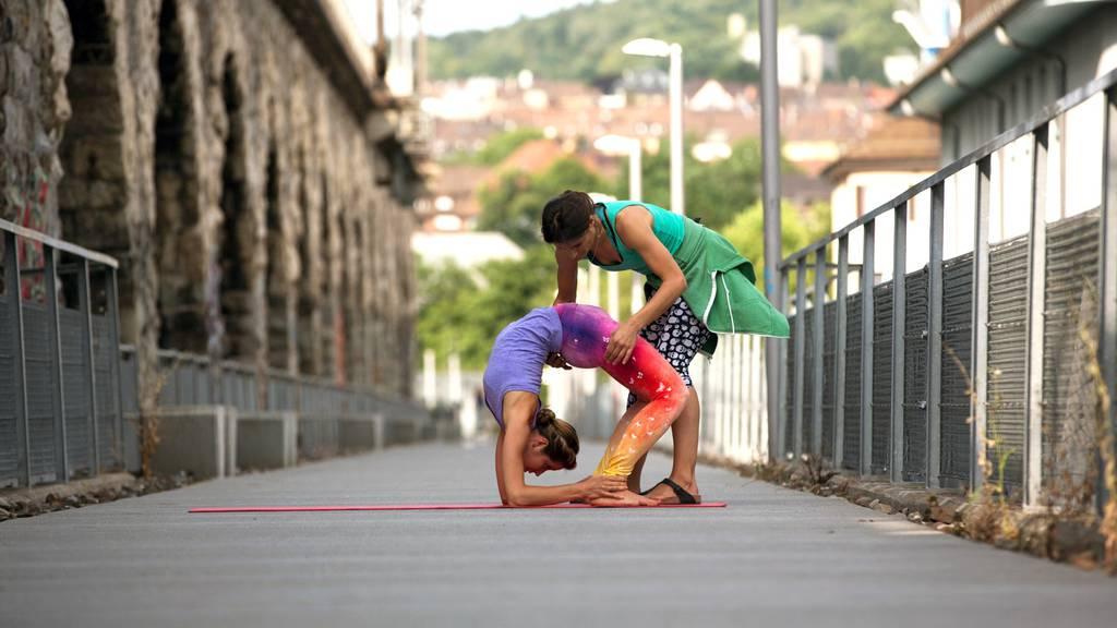 In Zürich hat man eine riesige Auswahl an Yoga-Klassen