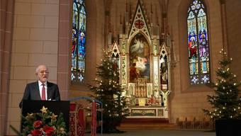 Hauptautor Jürg Andrea Bossardt stellt den Kunstführer zur Kirche St. Peter und Paul vor. Ursula BurgherR