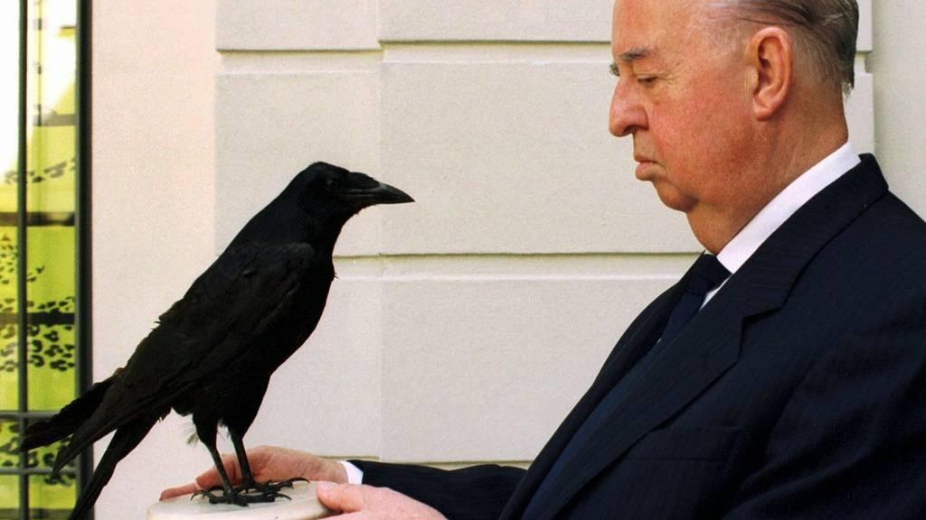 Gemeinsame Jungenaufzucht macht egoistische Rabenvögel grosszügig