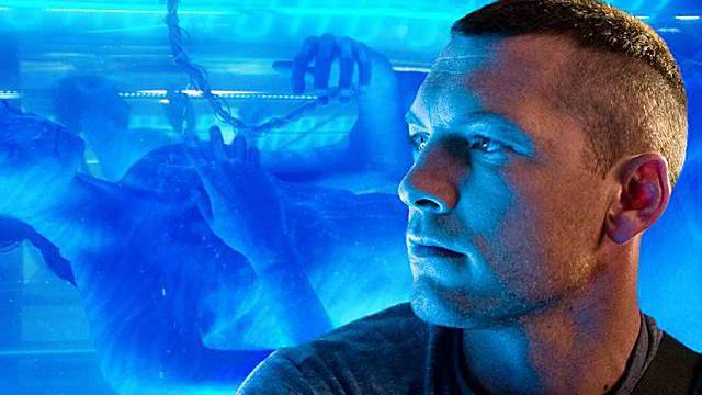 Alle wollen sehen, wie Jake (Sam Worthington) in seinen Avatar schlüpft