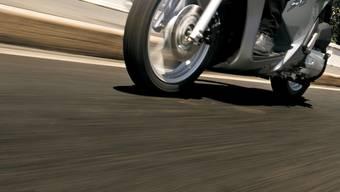 Roller fuhr Fussgänger an. (Themenbild)