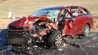 Verkehrsunfall in Bözen: So stark wurde das Fahrzeug demoliert. (Archiv)