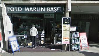 Der Foto Marlin in Basel. Hier glückte dem Rammbock-Einbrecher im Jahr 2007 ein Einbruch, als er mit einem gestohlenen Wagen die Scheiben zertrümmerte.
