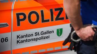 Die St. Galler Polizei hat sechs Personen festgenommen, die am vergangenen Wochenende in der Stadt St. Gallen an zwei Gewaltdelikten beteiligt gewesen sein sollen. Bei den Auseinandersetzungen wurden zwei Personen verletzt. (Symbolbild)