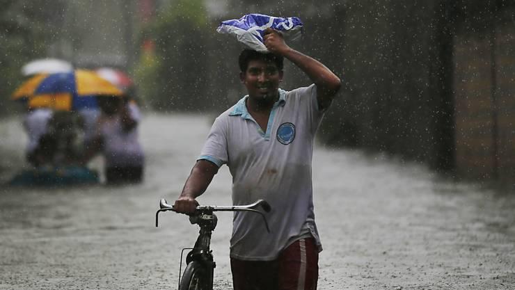 Der Monsun traf auch Sri Lankas Hauptstadt Colombo, wo Strassen und Häuser unter Wasser stehen.