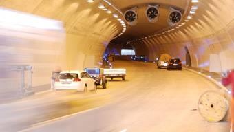 Staffelegg: Neue Strassen mit Tunnels kosten viel Geld, hier laufen die Arbeiten auf Hochtouren. (to)