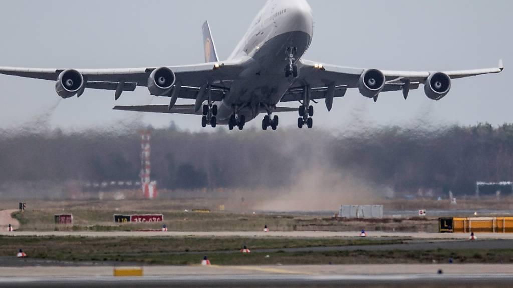 Internationaler Flugverkehr bricht um zwei Drittel ein