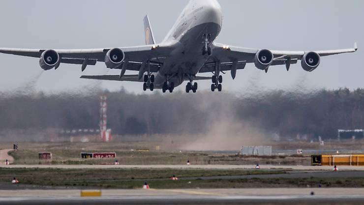 Die internationale Luftfahrt ist wegen der Coronakrise fast zum Erliegen gekommen.