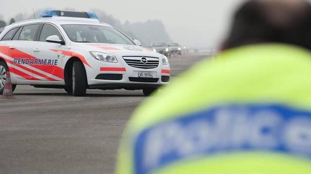 Die Lausanner Polizisten nahmen ihr Opfer im Auto mit (Symbolbild)